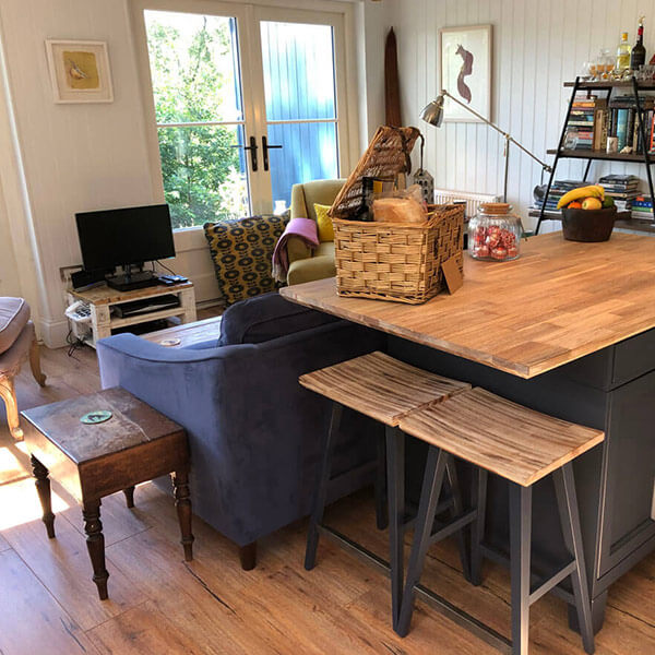 Blue-Cottage-lounge-600×600