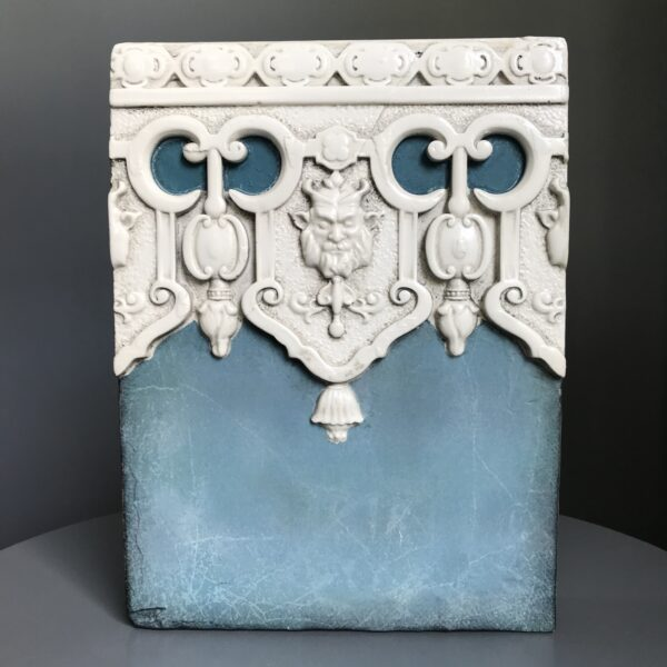 Valiant T436 Sid Dickens Tile uses a distinctive turquoise colour which states 'In the spirit of the lion, find courage, strength, and wisdom.'