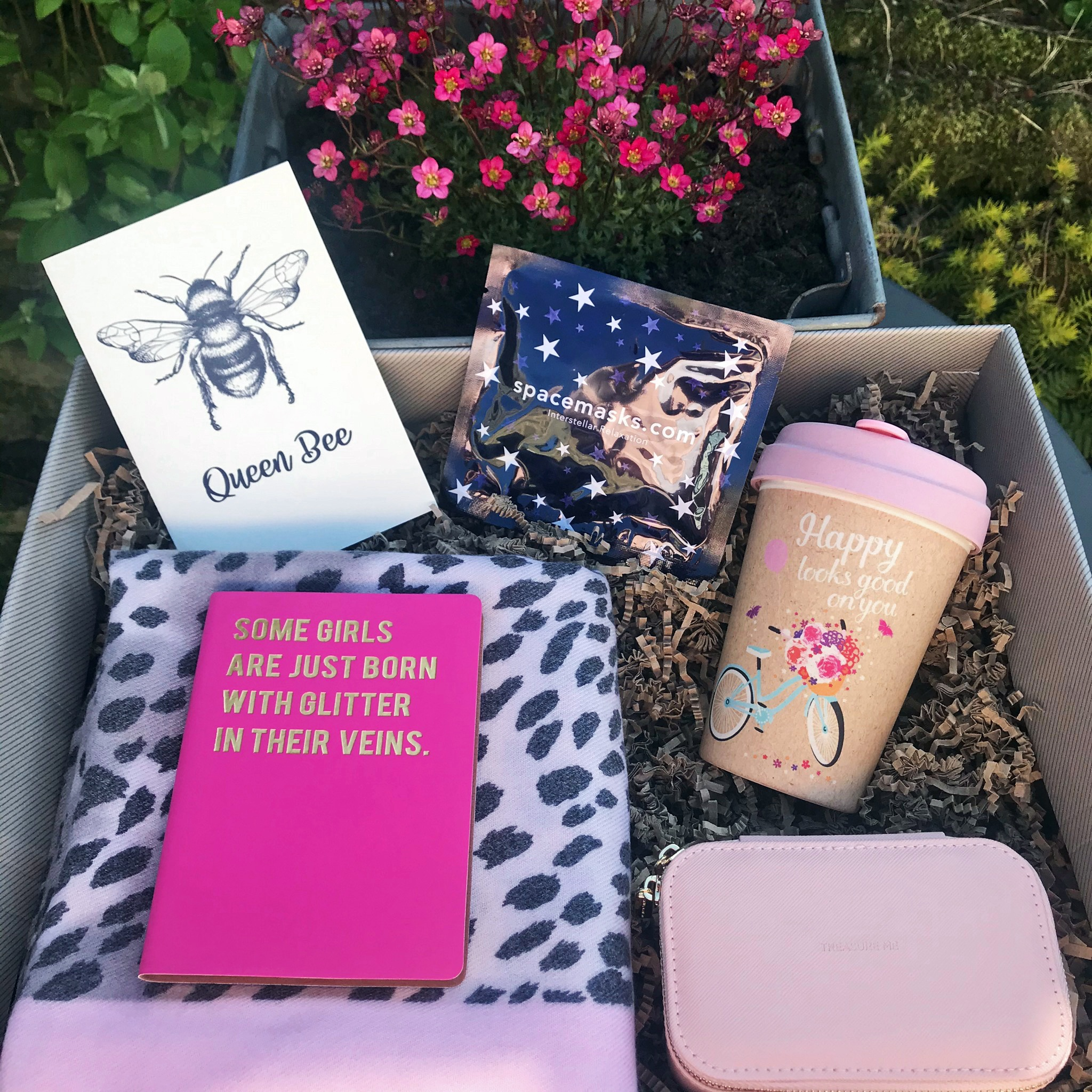 This Gift Box For Women is the perfect present for an important lady in your life.