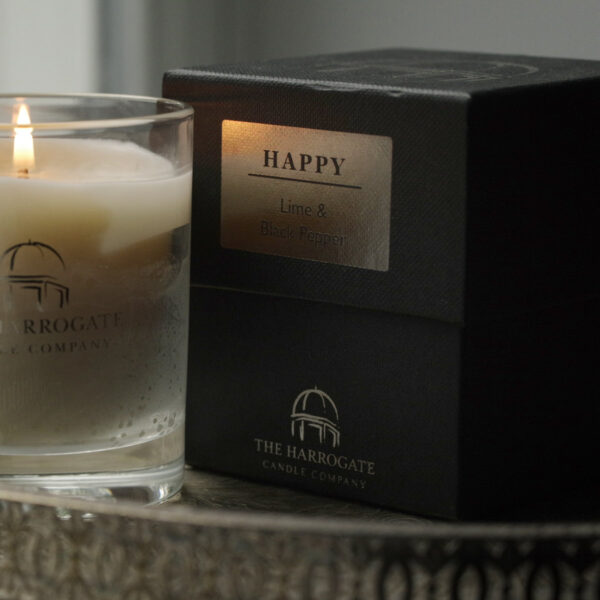 These beautiful hand-poured Harrogate Luxury Candles have been crafted using a balanced blend of the finest natural wax, smells of lime & black pepper.