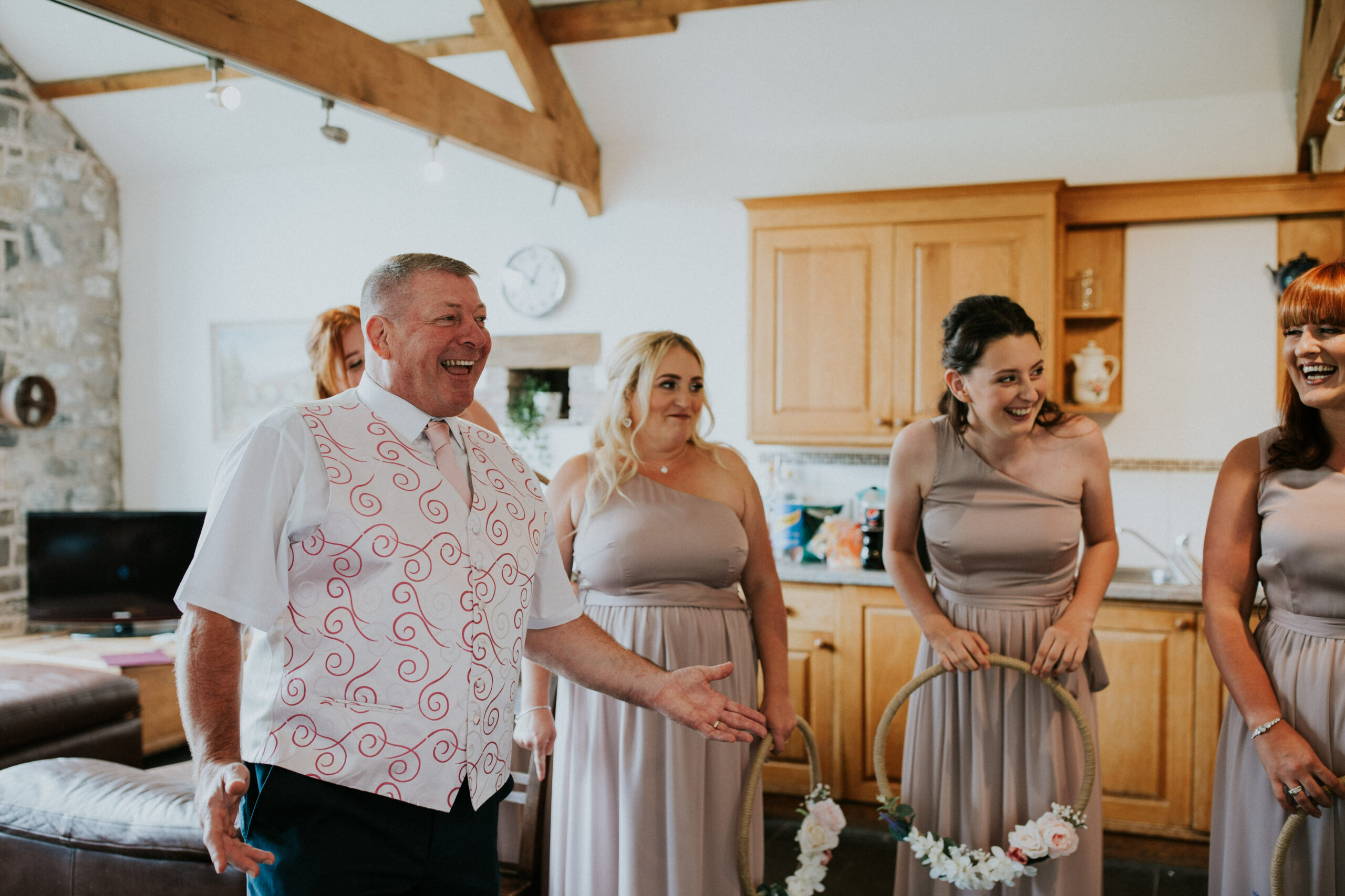 brides dad sees her for the first time