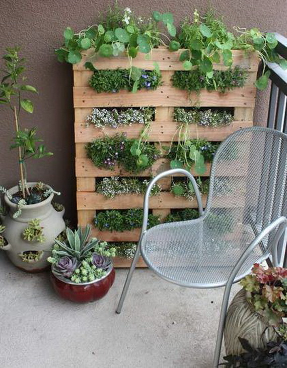 Amazingly-Pretty-Decorating-Ideas-for-Tiny-Balcony-Spaces