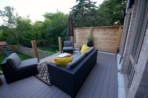 Modern-Deck-With-Amazing-Wicker-Sofa-Set