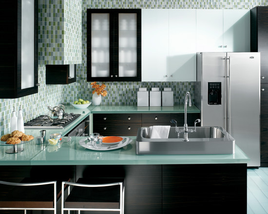 contemporary-kitchen-with-fascinating-wall-decor-for-the-kitchen