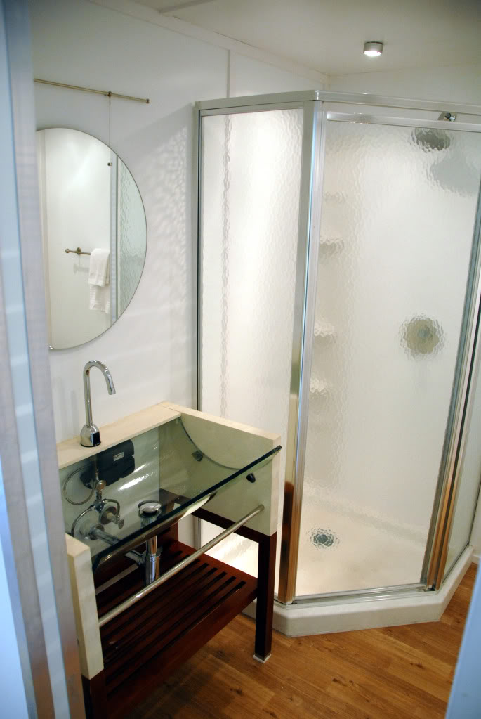 corner-showers-for-small-bathrooms