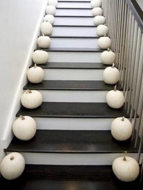 cozy-fall-staircase-decor-ideas-1