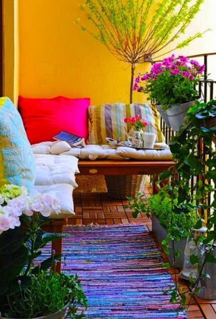 creative-yet-simple-summer-balcony-idea
