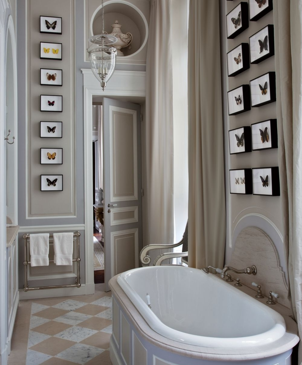 traditional-home-bathrooms