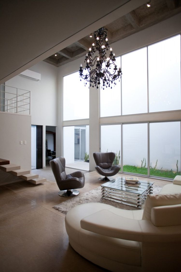 High-ceiling-offers-airy-interior