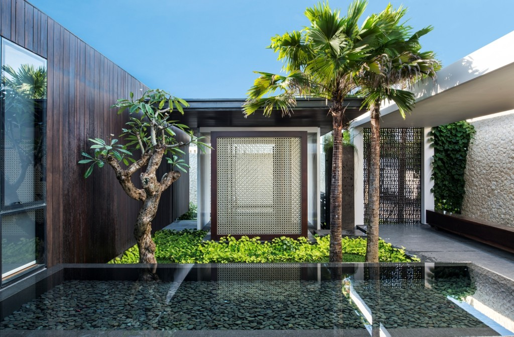 Modern Resort Villa With Balinese Theme
