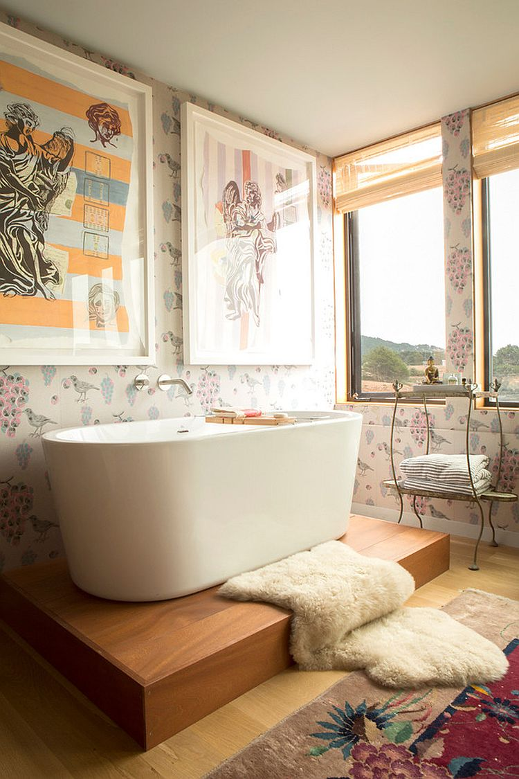 Shabby-chic-bathroom-with-ocean-view