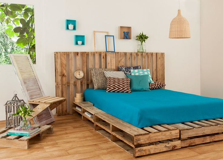 Wooden-pallet-bed-frame-for-your-bedroom