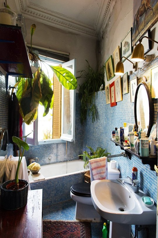 bold Bohemian bathroom