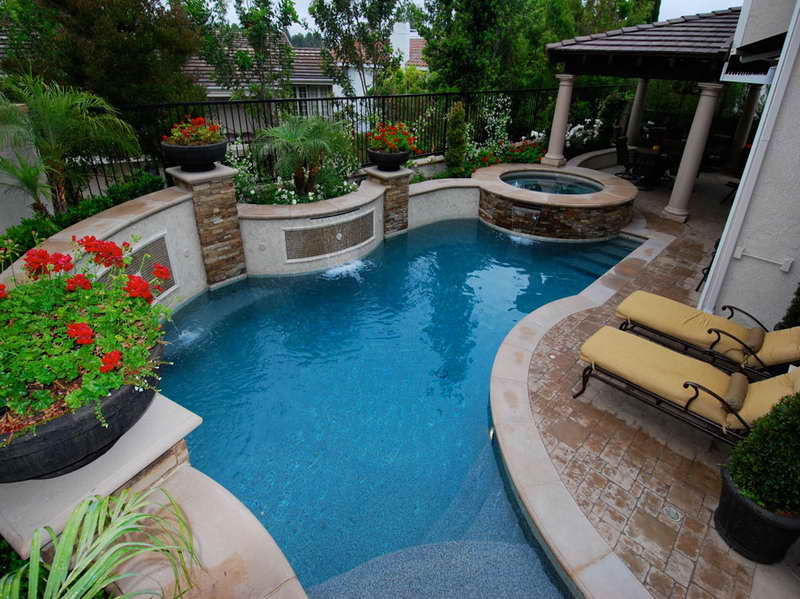 custom-shaped-pool