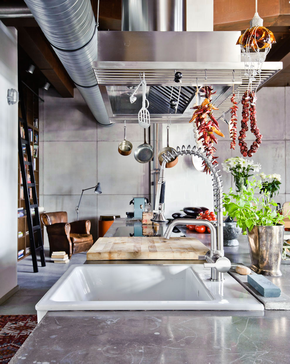 eclectic-loft-apartment-budapest-shay-sabag-kitchen-sink