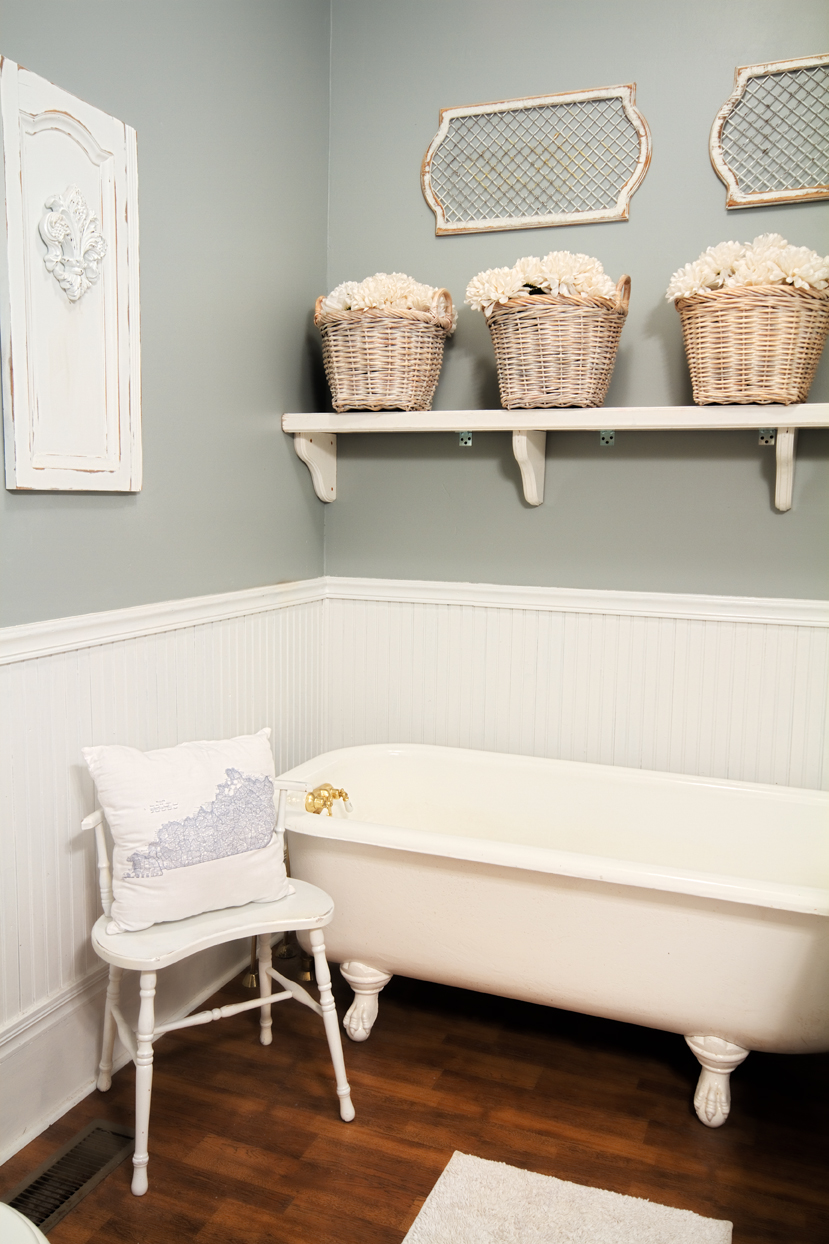 farmhouse-bathroom-decor