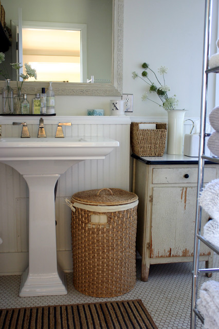 farmhouse-bathroom