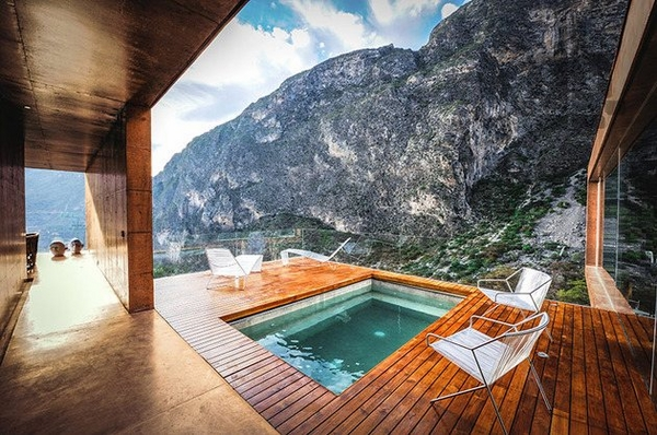 small-pool-ideas-wooden-deck-glass-railing-mountain