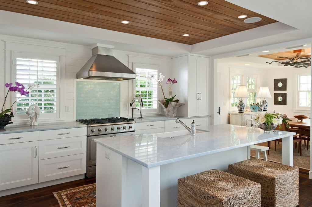 Tropical Kitchen with One-wall & Flat panel cabinets