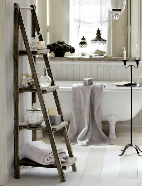 shabby-chic-bathroom-white-wooden-shelves