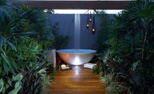 20 Refreshing Luxurious Outdoor Showers