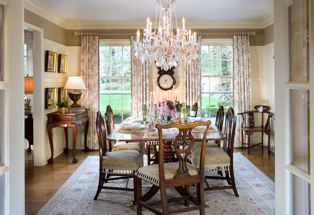 Traditional Dining Room Floors