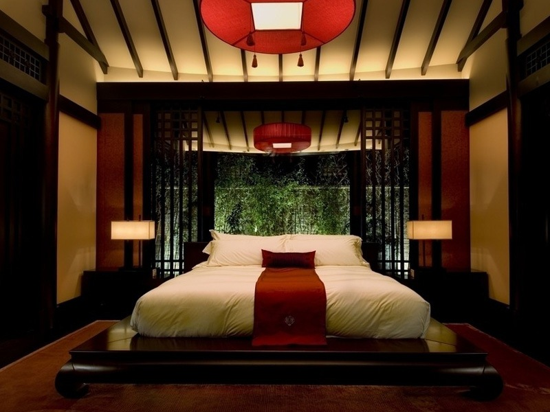 Relaxing-Bedroom-with-Asian-Decor