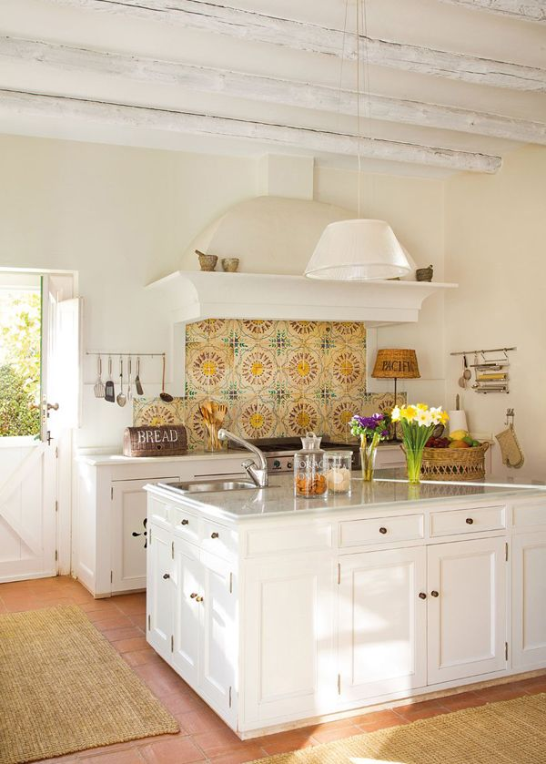 White-Farmhouse-Kitchen-Tour