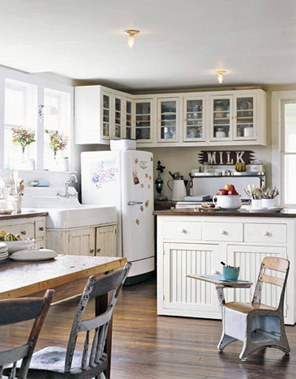 White vintage farmhouse kitchen design
