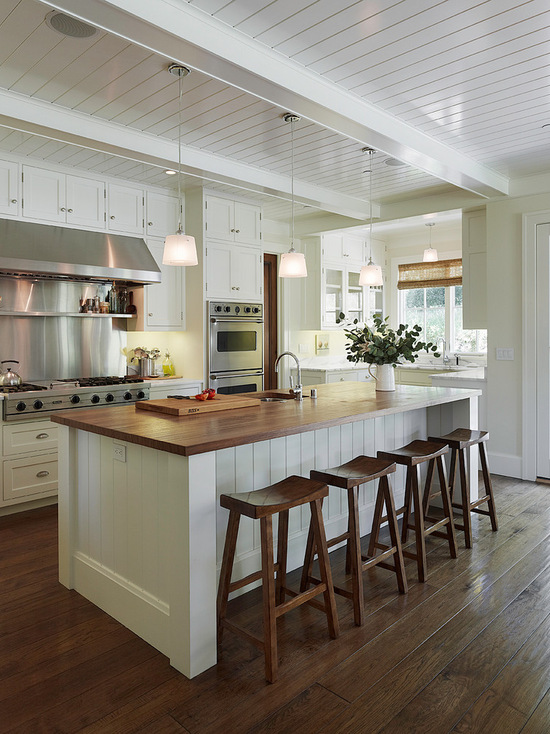 traditional-kitchen-with-bar-stools
