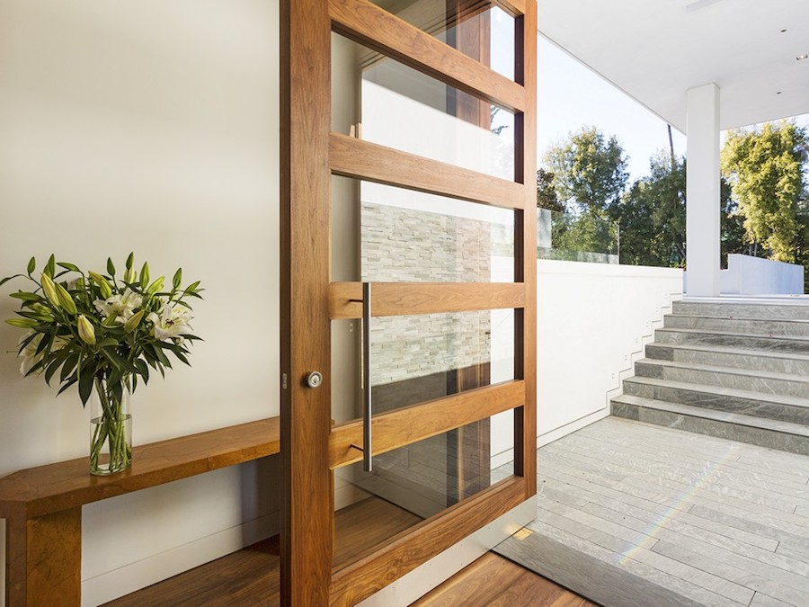 Modern entryway decor