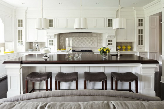 White Luxury Kitchen Design with Elegant Lignting
