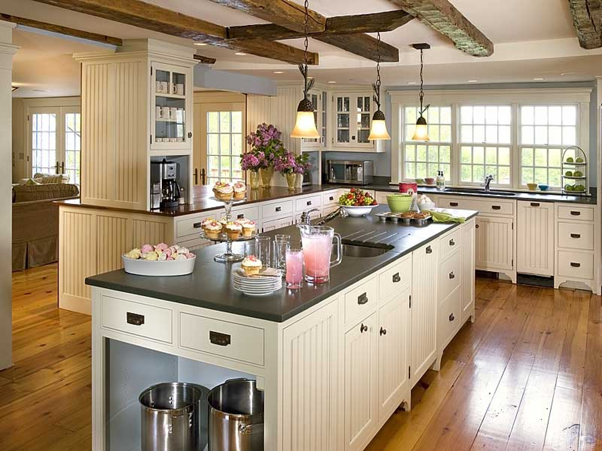 luxurious-island-design-for-small-kitchen