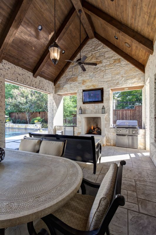 outdoor kitchen living space