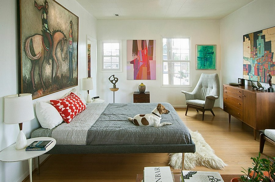 Abstract-art-gives-the-midcentury-bedroom-a-modern-flavor