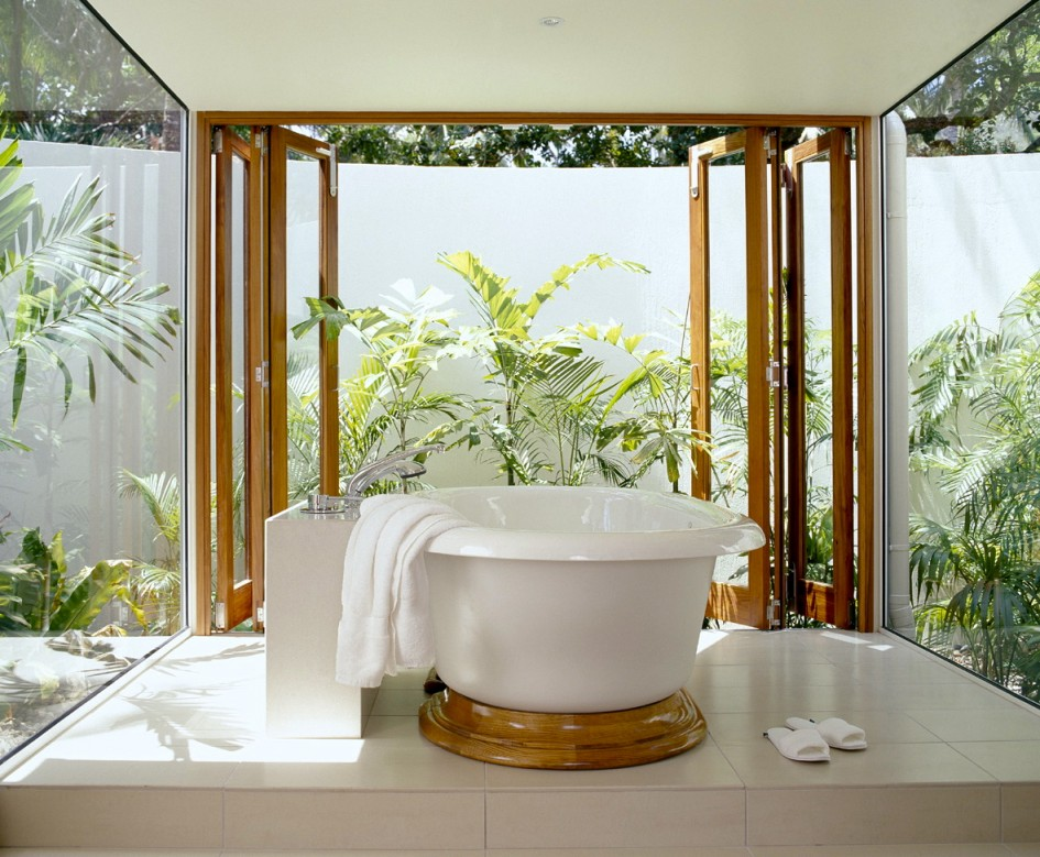 Amazing Tropical Bathroom Design