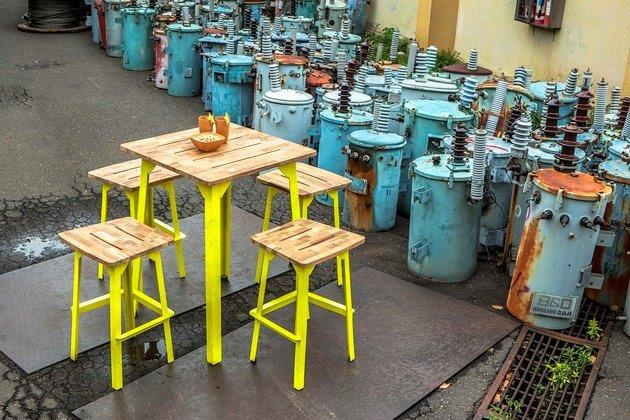 Industrial_Bar_Table