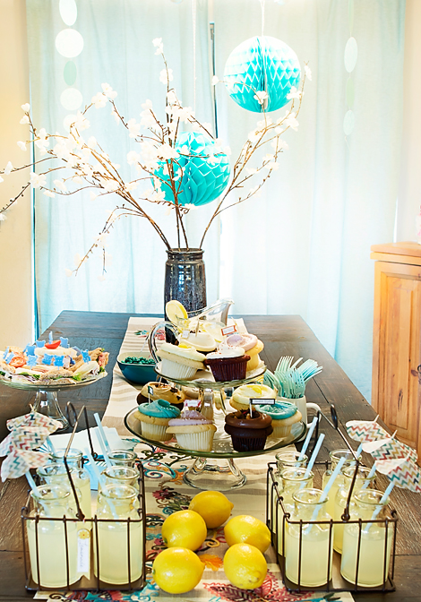Modern-And-Cool-Baby-Shower-Table-Decor-Theme