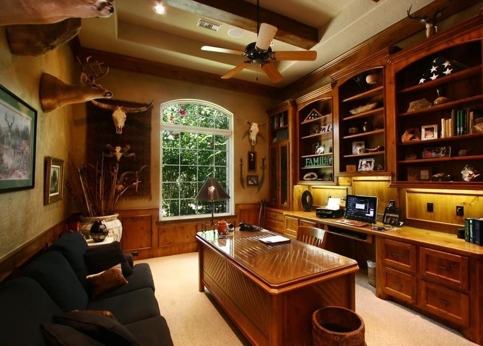 traditional-home-office-design-with sofa-carpet