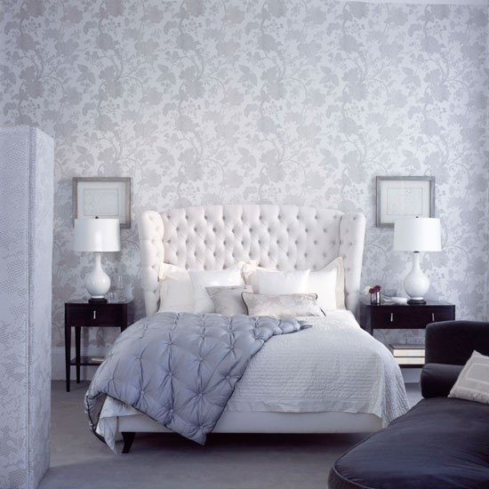 Grey & White Floral Wallpaper