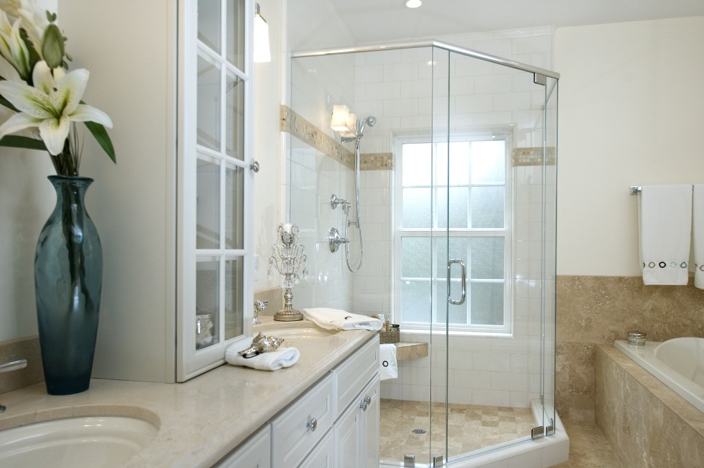 Beautiful Corner Shower EnclosureWith Glass Doors