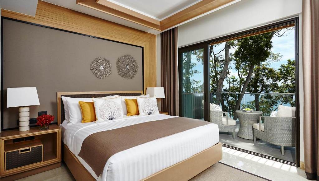 awesome-bedroom-with-a-view-1