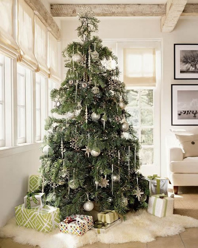 Christmas Tree With Snowflake Effect And Silver Decorations