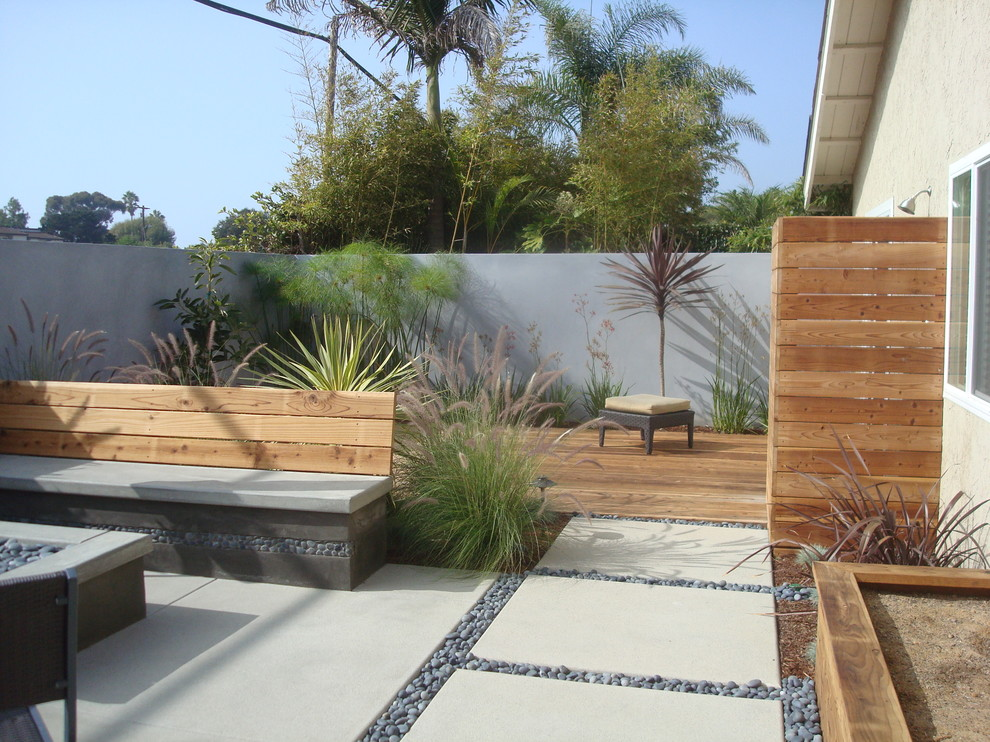 contemporary-patio-on-wooden-deck