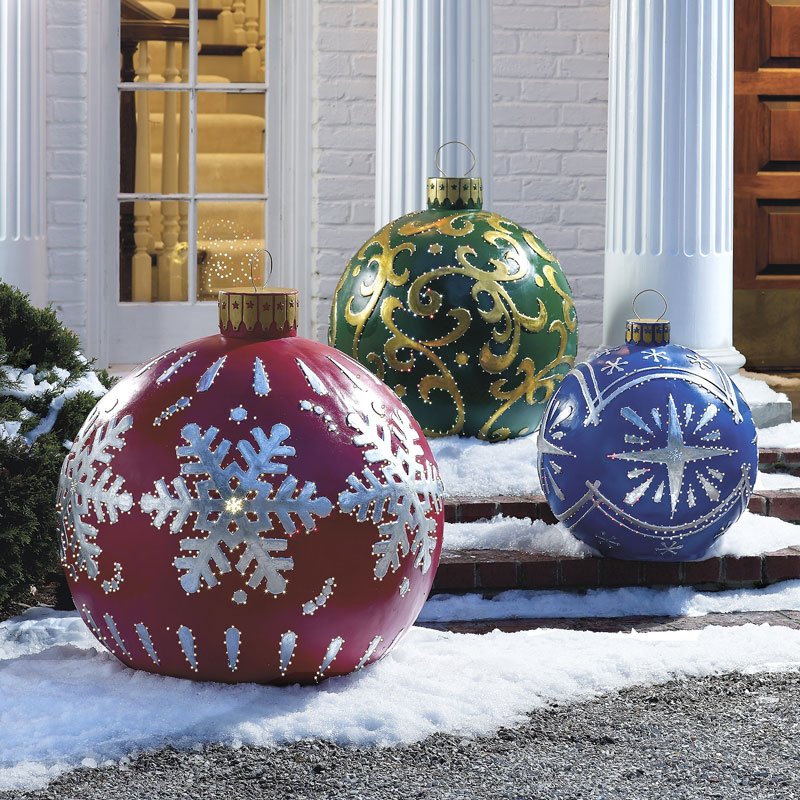 giant-baubles-outdoor-christmas-decoration