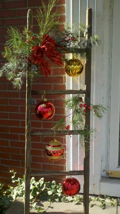 outdoor-ladder-christmas-decoration