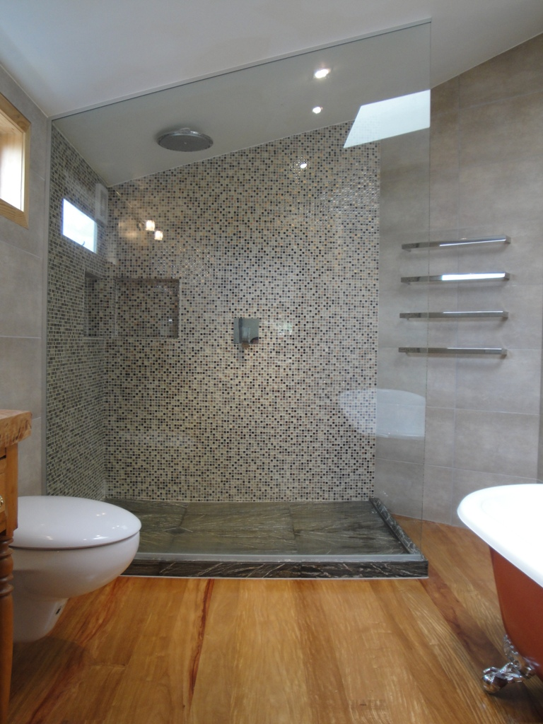 traditional-bathroom-with-wood-floor