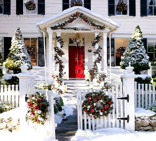 white-christmas-house-with-decorations