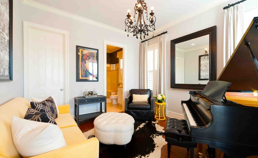yellow-traditional-living-room