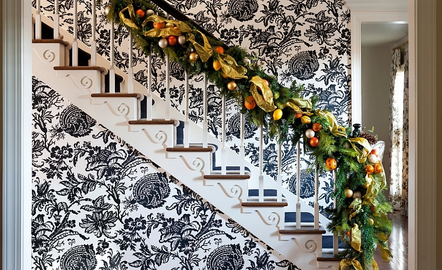 christmas-staircase-decorating-15